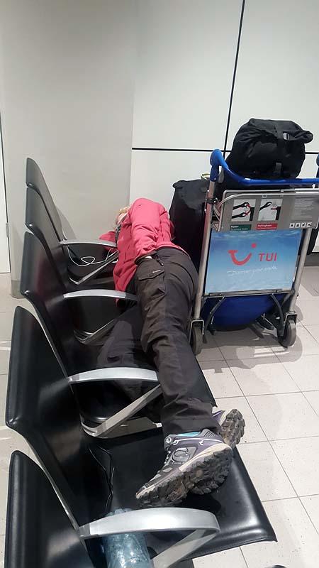 """""""Schlafplatz"""" am Amsterdamer Flughafen"""