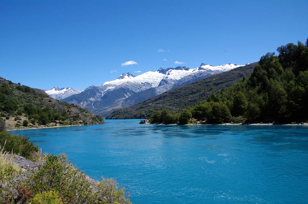 Wasser ohne Ende am größten See Chiles (Lago General Carretera)