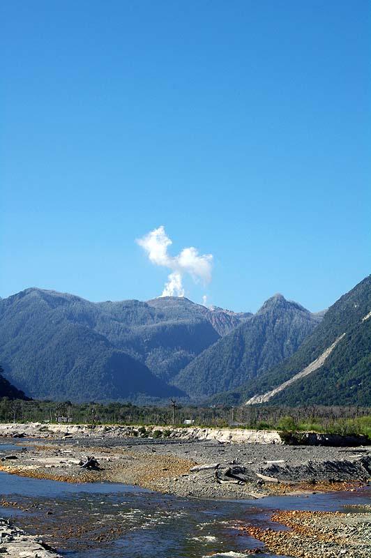 Das ist keine Wolke, sondern der dampfende Vulkan Chaiten