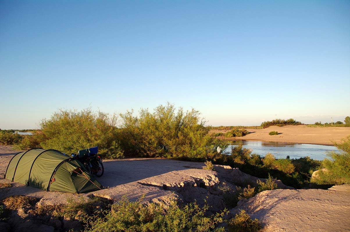 Argentinisches Outback am Mendoza Fluss