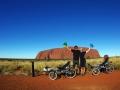 Auf dem Rundweg um den Uluru
