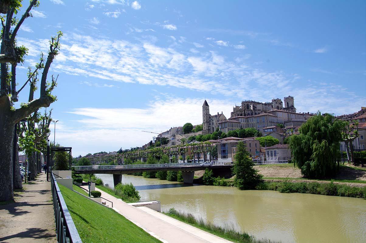 Viele historische Gebäude in Frankreich