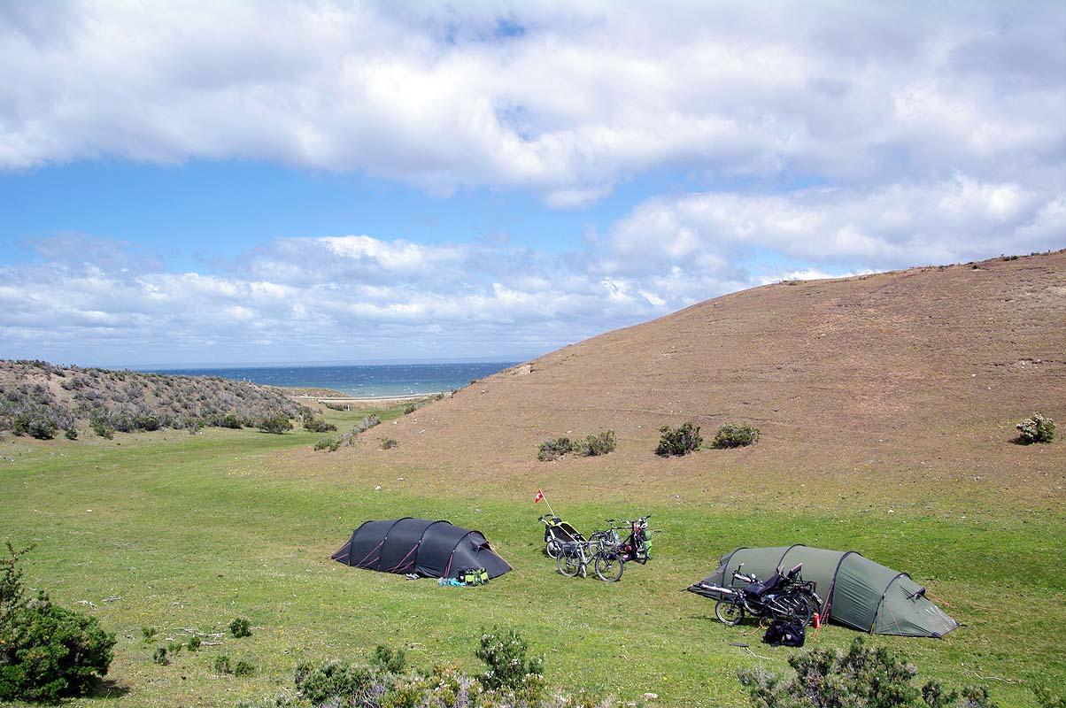 Einigermaßen windgeschützter Schlafplatz auf Schafweide