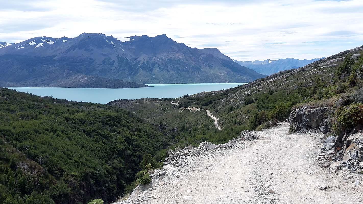 Anspruchsvolle Abfahrt zum Lago O´Higgins