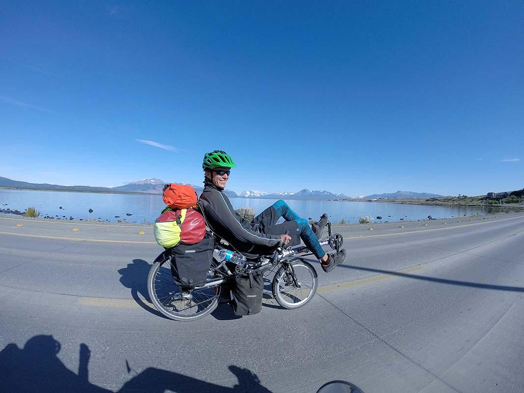 Abfahrt in Puerto Natales bei Windstille und blauer Himmel - was will man mehr
