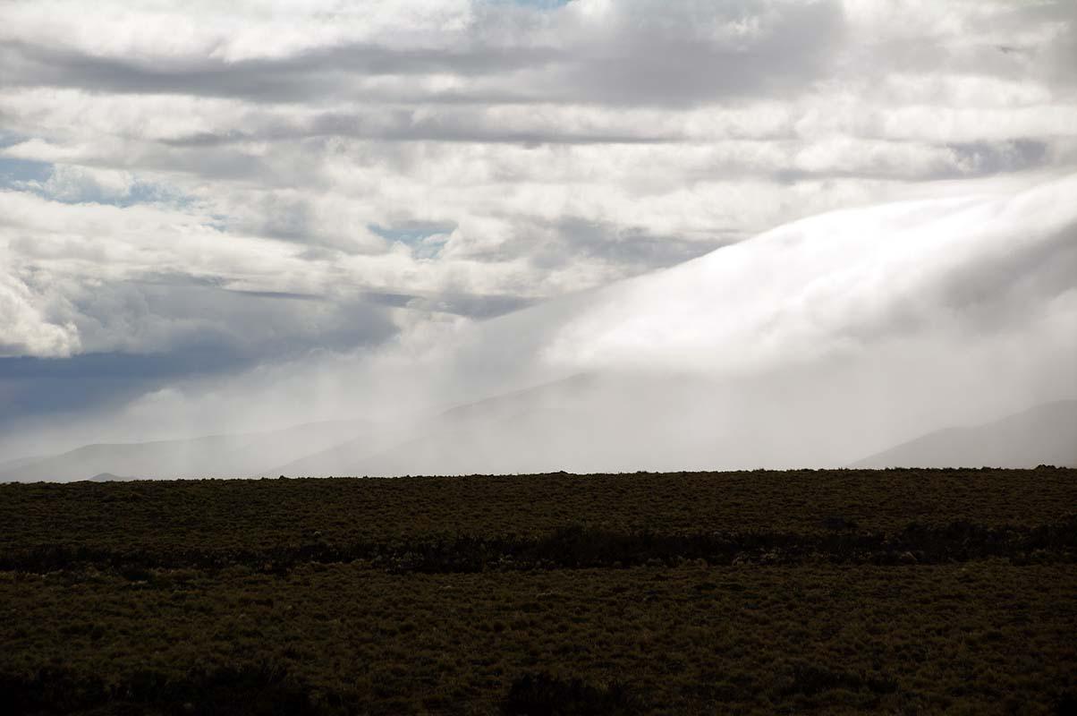 Blick zurück: Im Föhnsturm sich auflösende Wolken