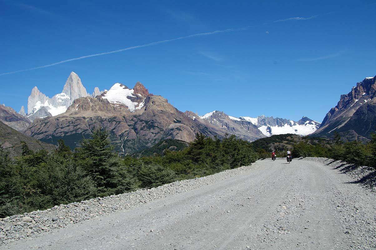 Traumhafte Straße von El Chalten zum Lago del Desierto
