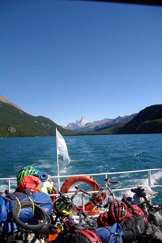 Fährtfahrt über Lago del Desierto