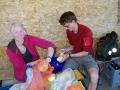 Kiloweise Gemüse schälen für 40 Leute